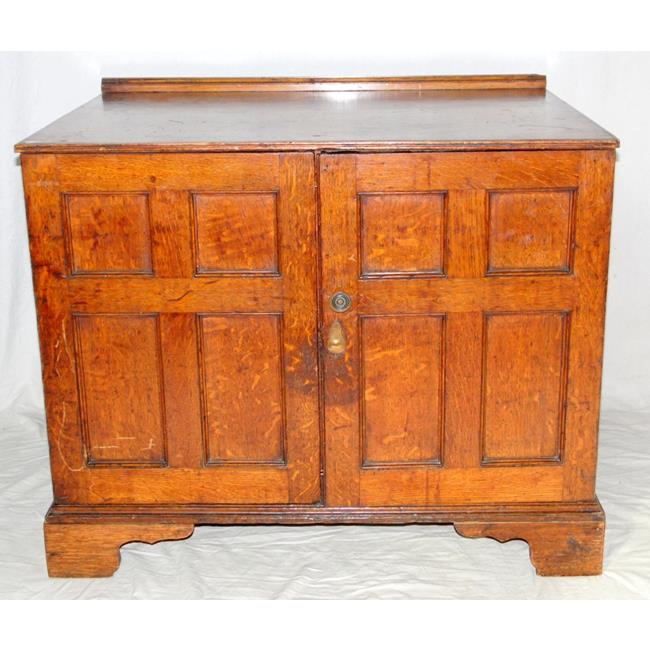 18th Century Oak Collectors or Specimen Chest.