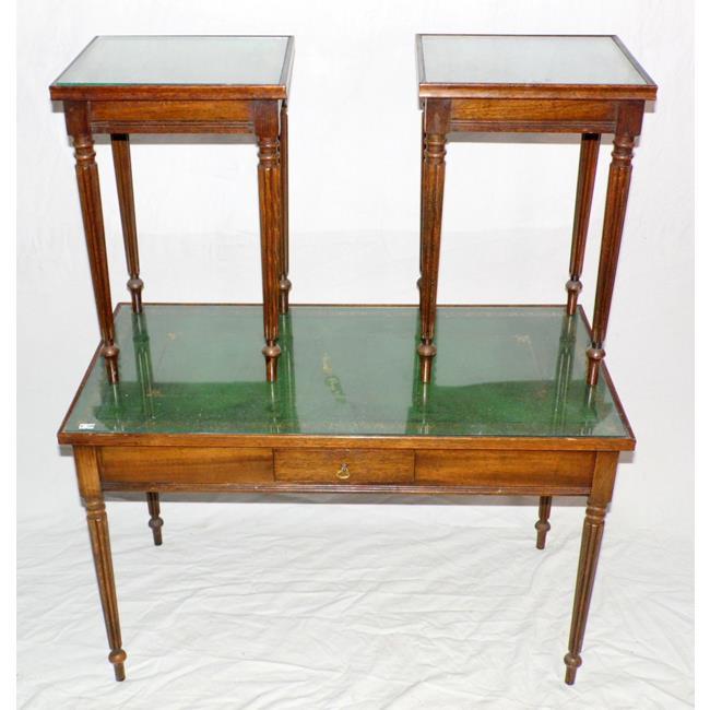 Vintage Mahogany Nest of 3 Tables. 20thc